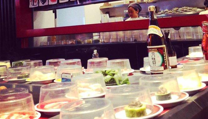 Lẩu băng chuyền Kichi kichi đa dạng, hấp dẫn.