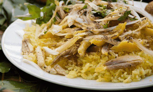 Muốn ăn no hãy chọn các món như cơm gà quay, cơm gà xé, bánh xèo Đại Lộc