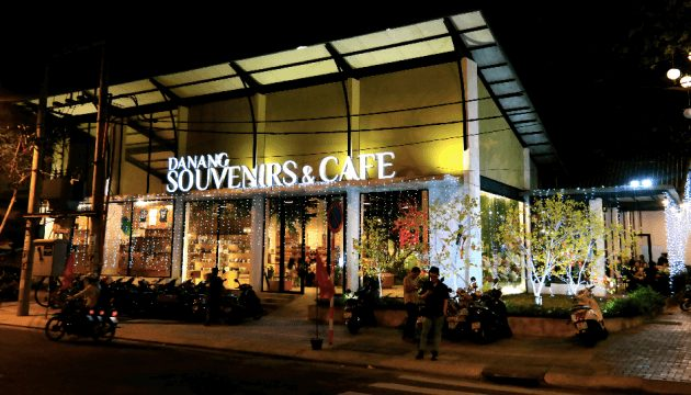 cửa hàng lưu niệm Đà Nẵng