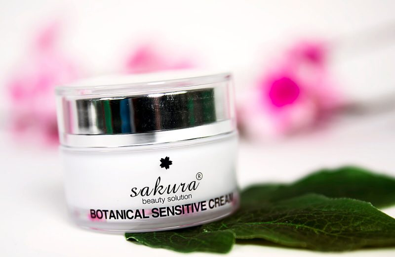 Kem Dưỡng Trắng Dành Cho Da Nhạy Cảm Sakura Botanical Sensitive Cream